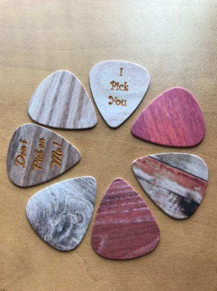 guitar pick wood grain